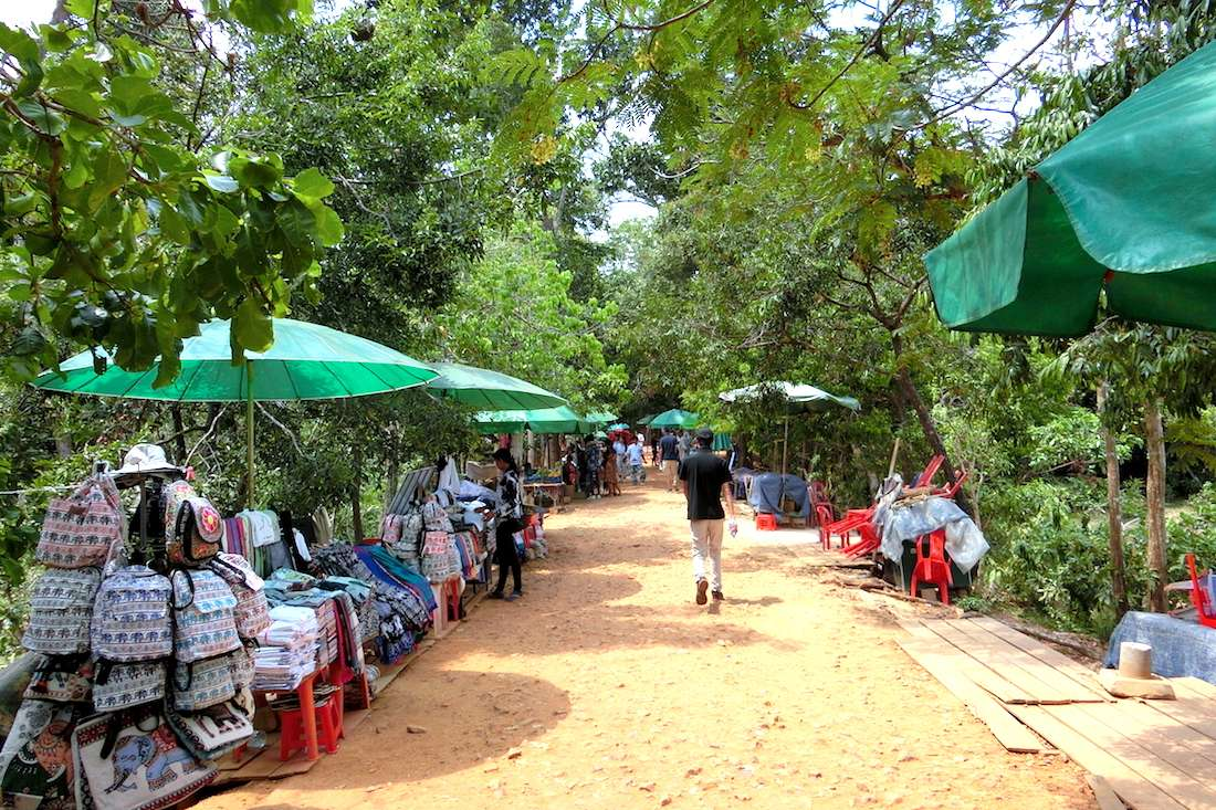 Many souvenir stalls alongside the sandy road to Neak Pean