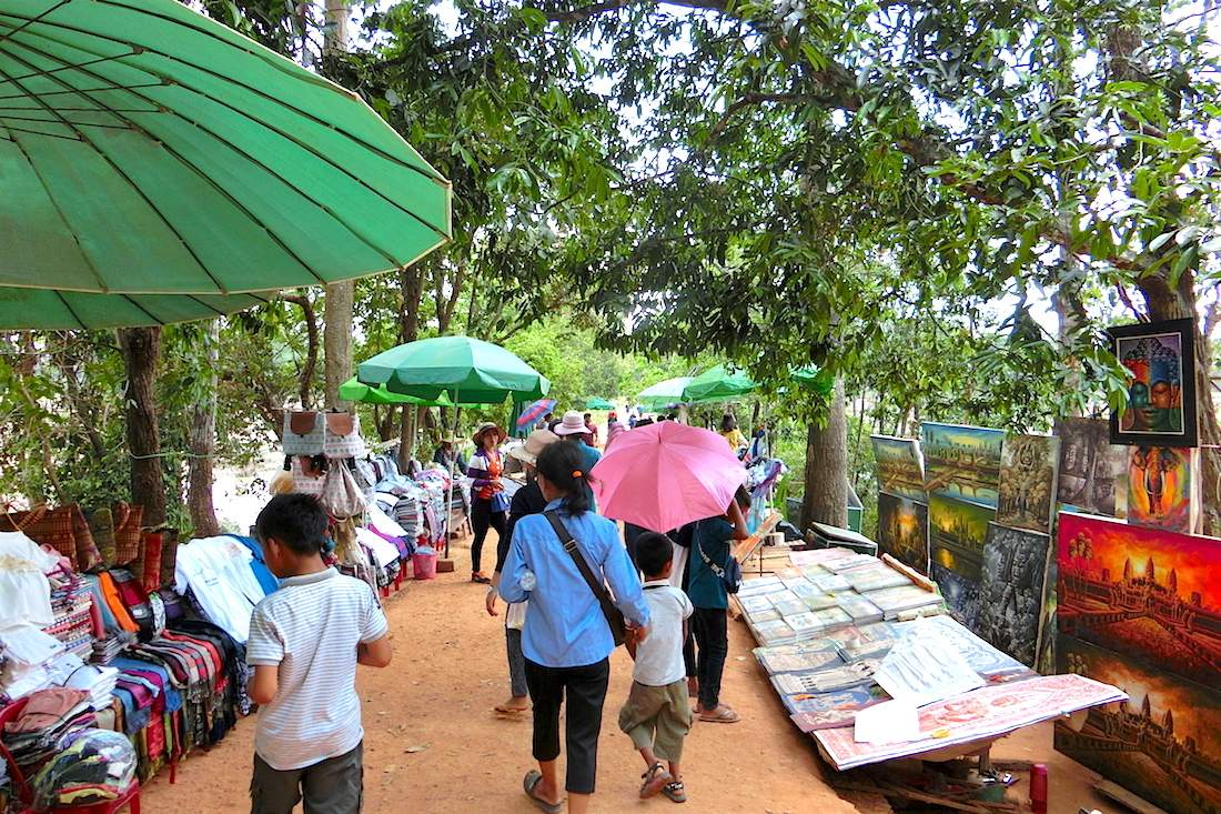 Many souvenir stalls were along the route to Neak Pean Temple
