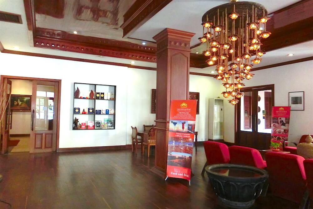Royal Crown Hotel & Spa Lobby